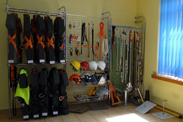 dział handlowy, ekspozycja sprzętu zabezpieczającego w oddziale w dąbrowie górniczej